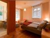 Flusshof-Ferienhaus-rotes-Zimmer